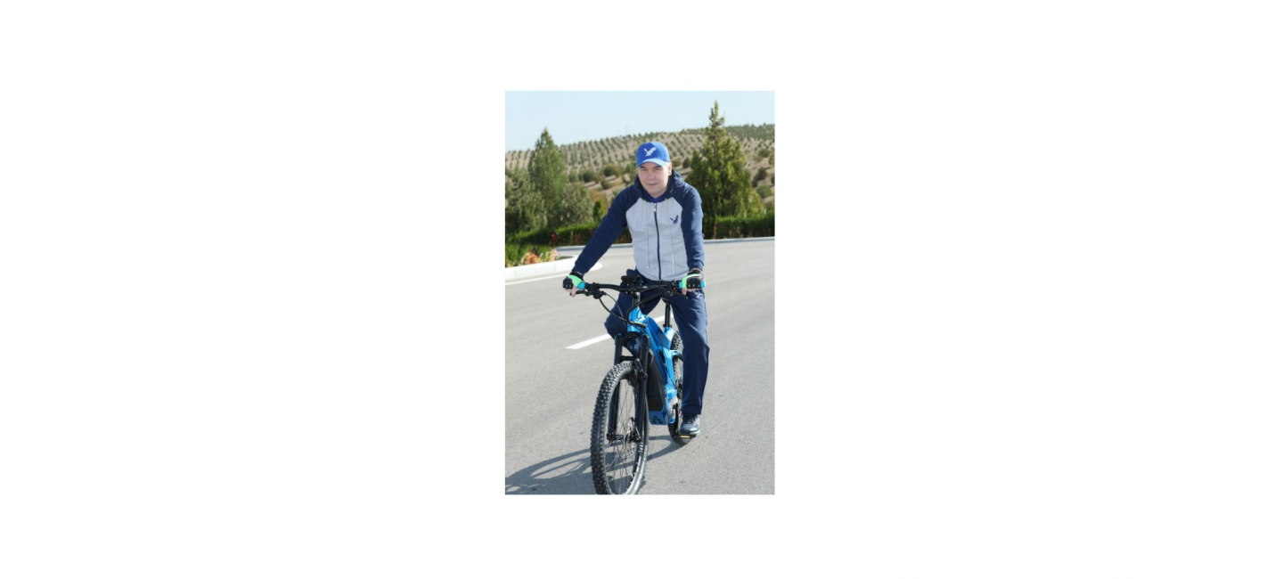 ACTIVE LEISURE OF THE PRESIDENT OF TURKMENISTAN: CYCLING RIDE, NORDIC WALKING AND VISIT TO EQUESTRIAN COMPLEX